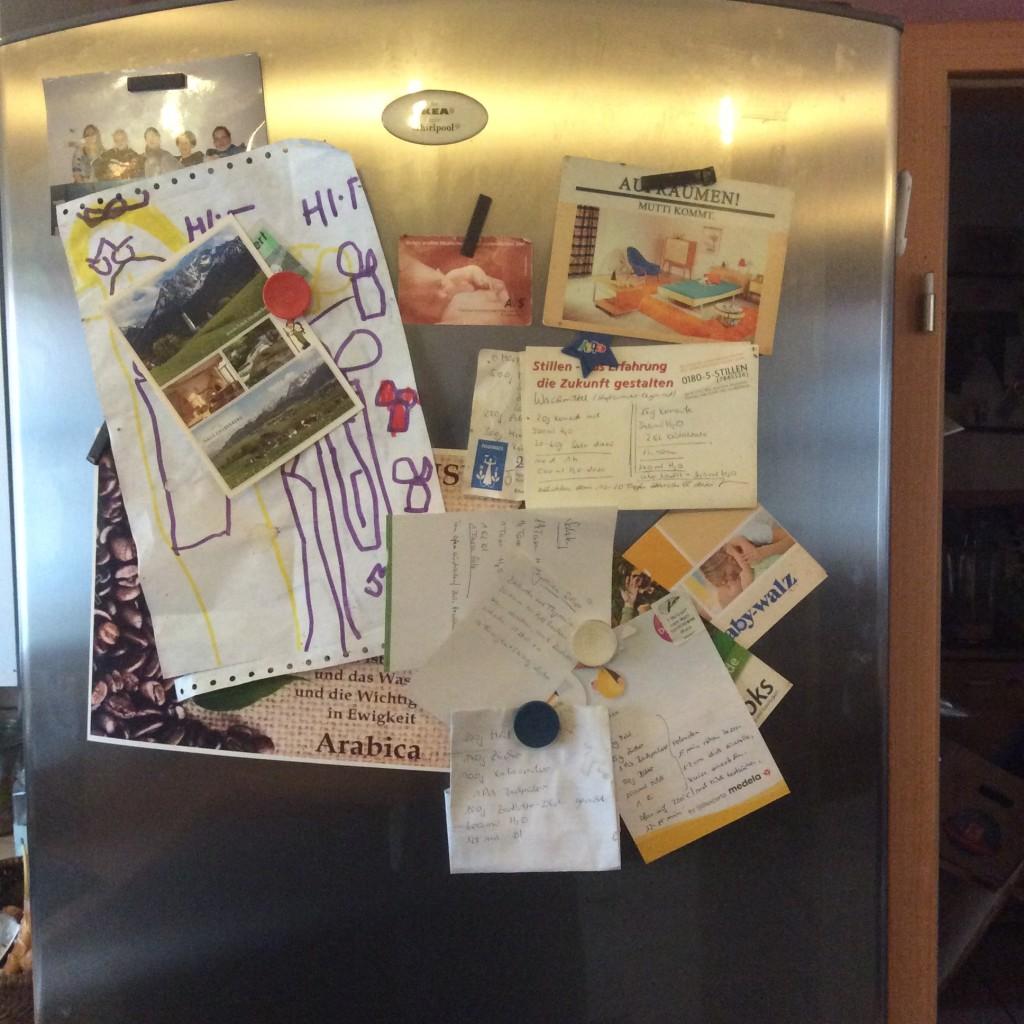 Andere nennen es Kühlschrank - hier ist es die größte Zettelsammlung der Welt