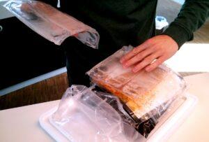 Im Inneren der Pakete: Perfekt gekühltes Fleisch und eiskaltes Bier.